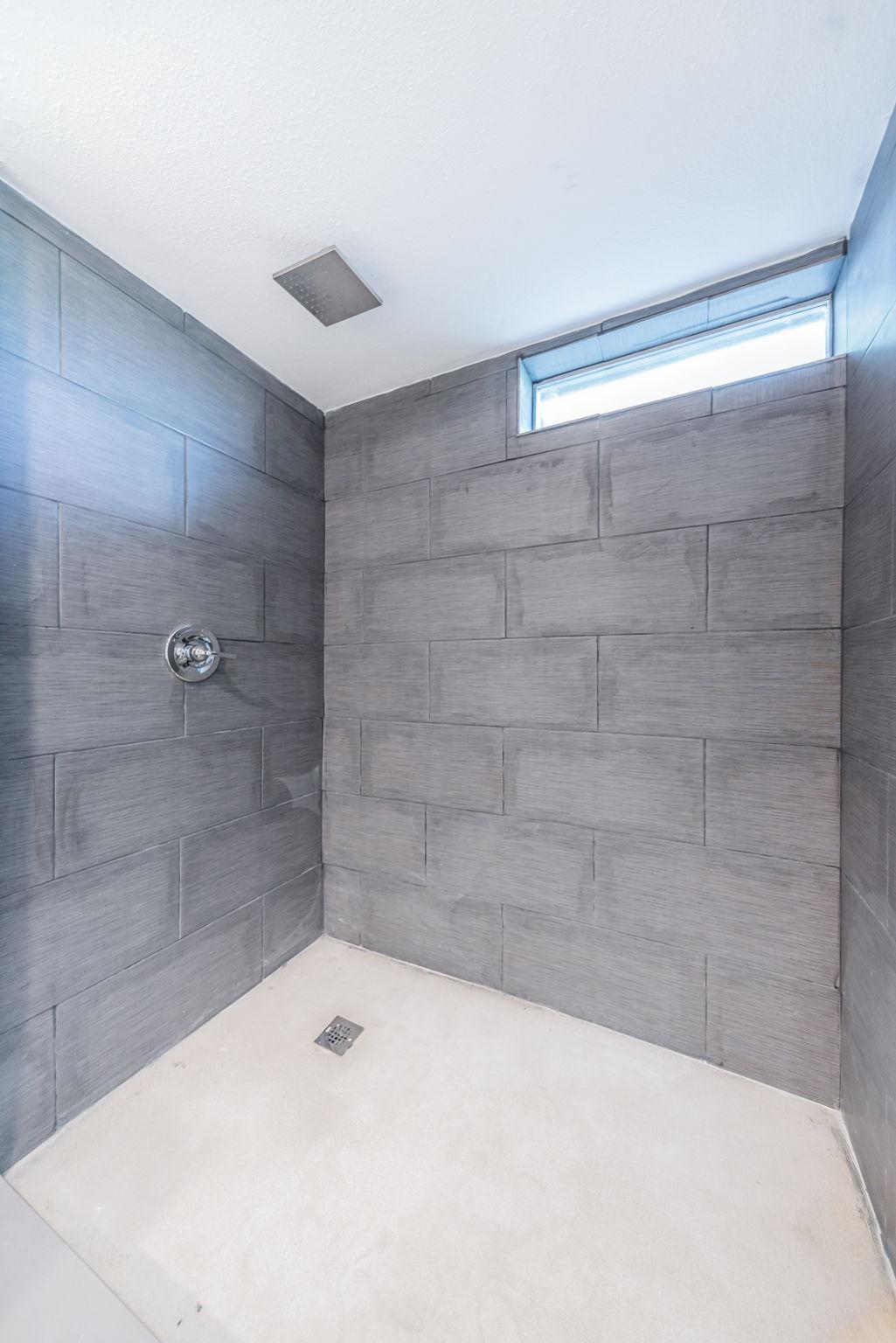 Master Bathroom 1c-5