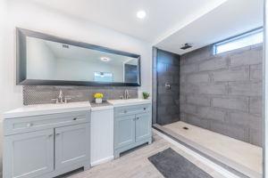 Master Bathroom 1b-6