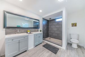 Master Bathroom 1a-6