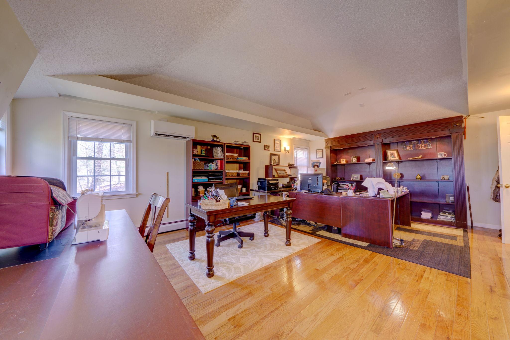 Bedroom/Office (2nd Floor)