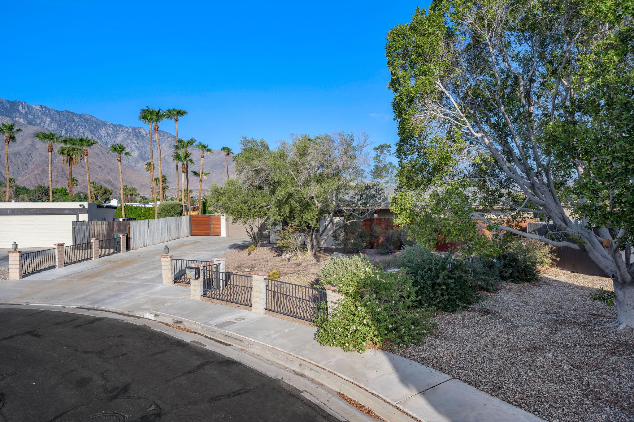 1232 E Delgado Rd, Palm Springs, CA 92262, USA Photo 3