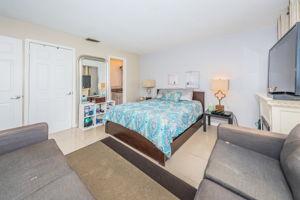 Master Bedroom1b-4