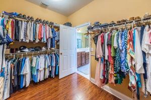 Master Bedroom Walk-in Closet1b