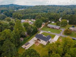 108 Skyland Dr, Easley, SC 29640, USA Photo 4
