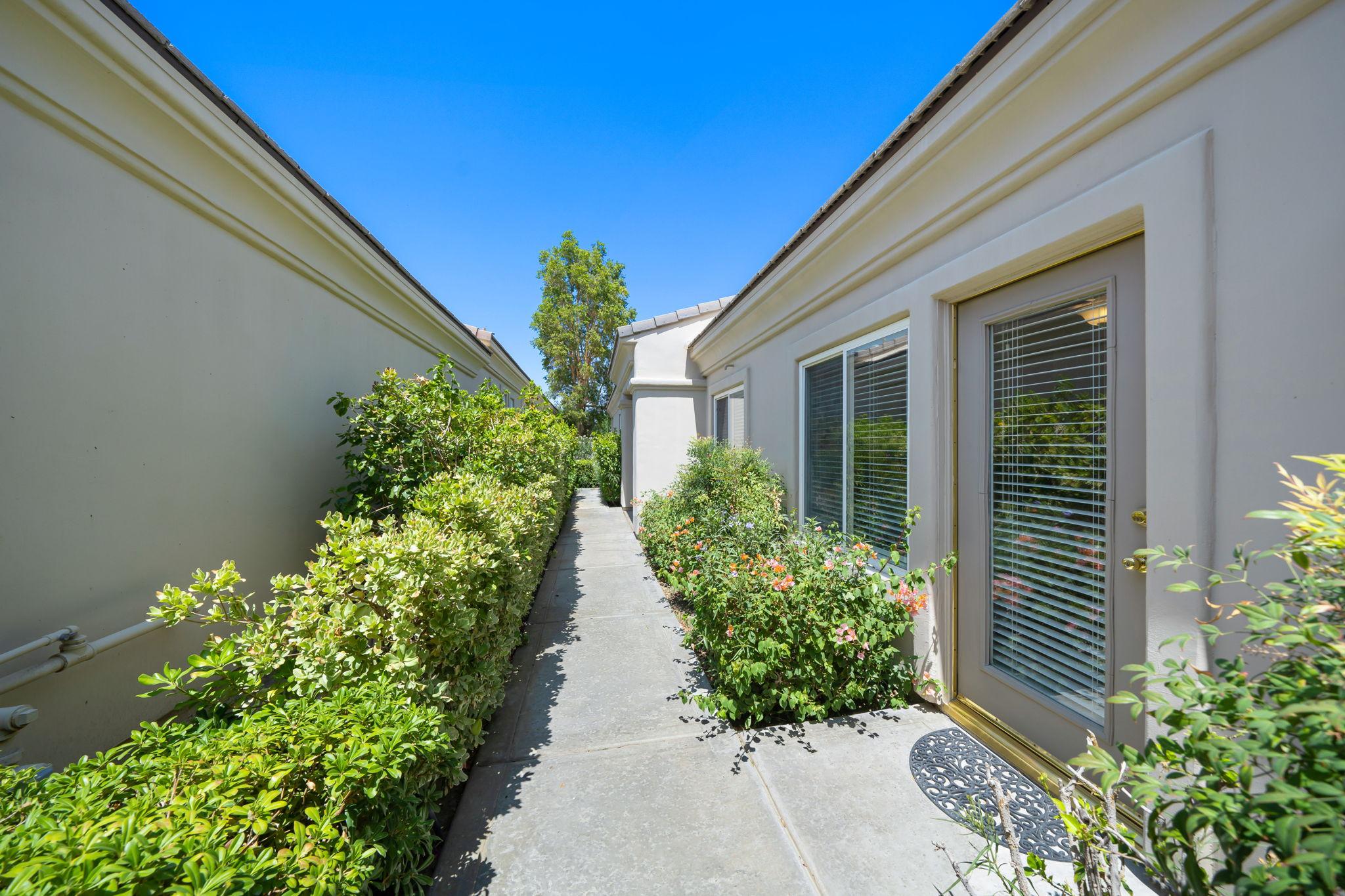 54562 Tanglewood, La Quinta, CA 92253, USA Photo 11