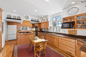 Wet Bar included