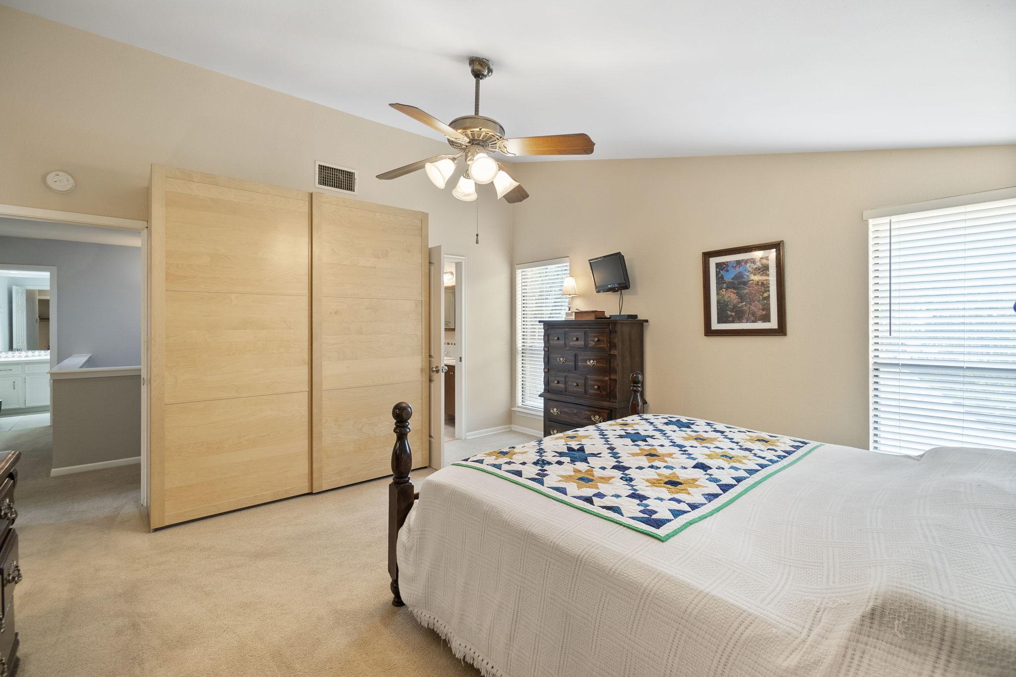 Main bedroom with ensuite bath