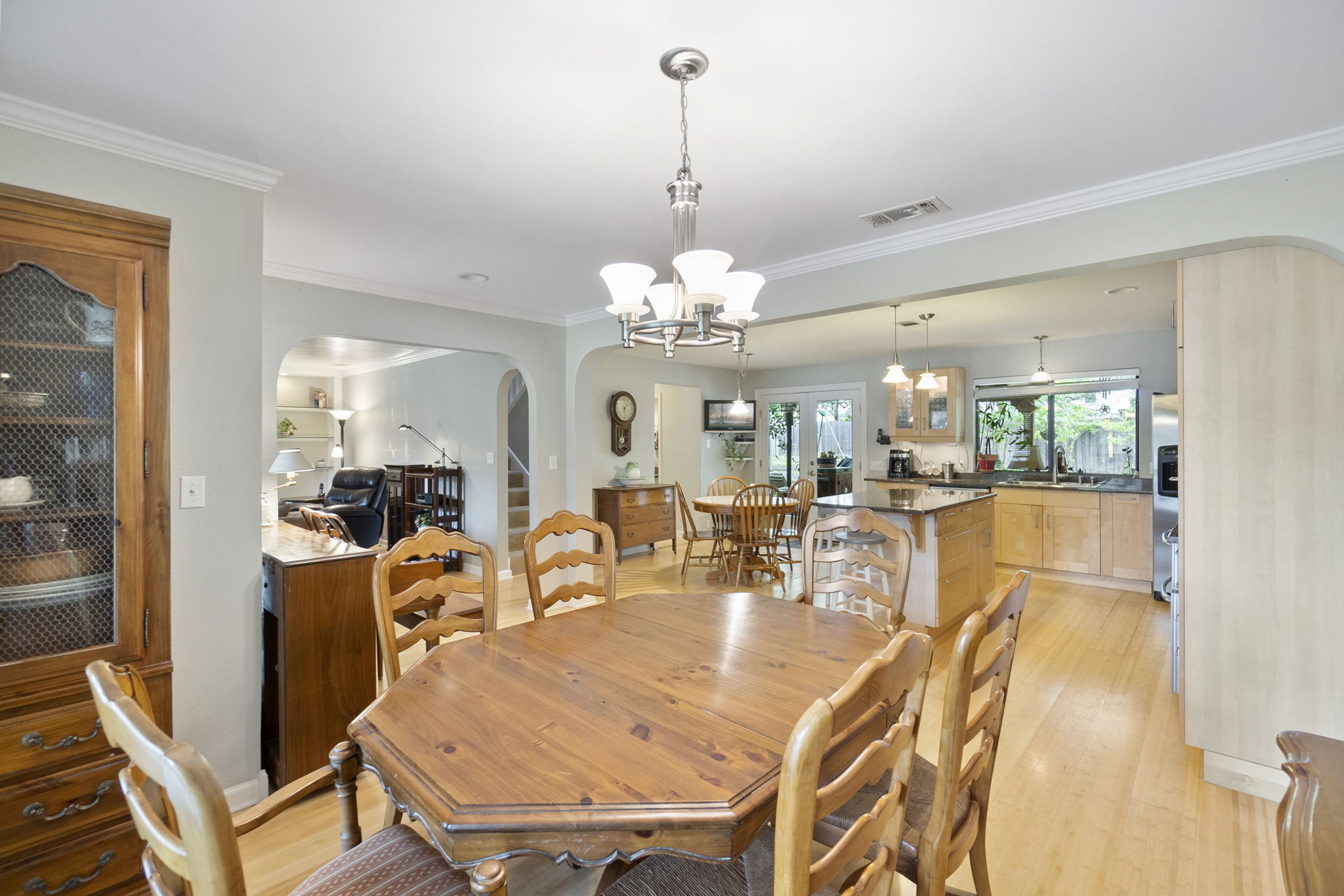 Great sized dining and kitchen area