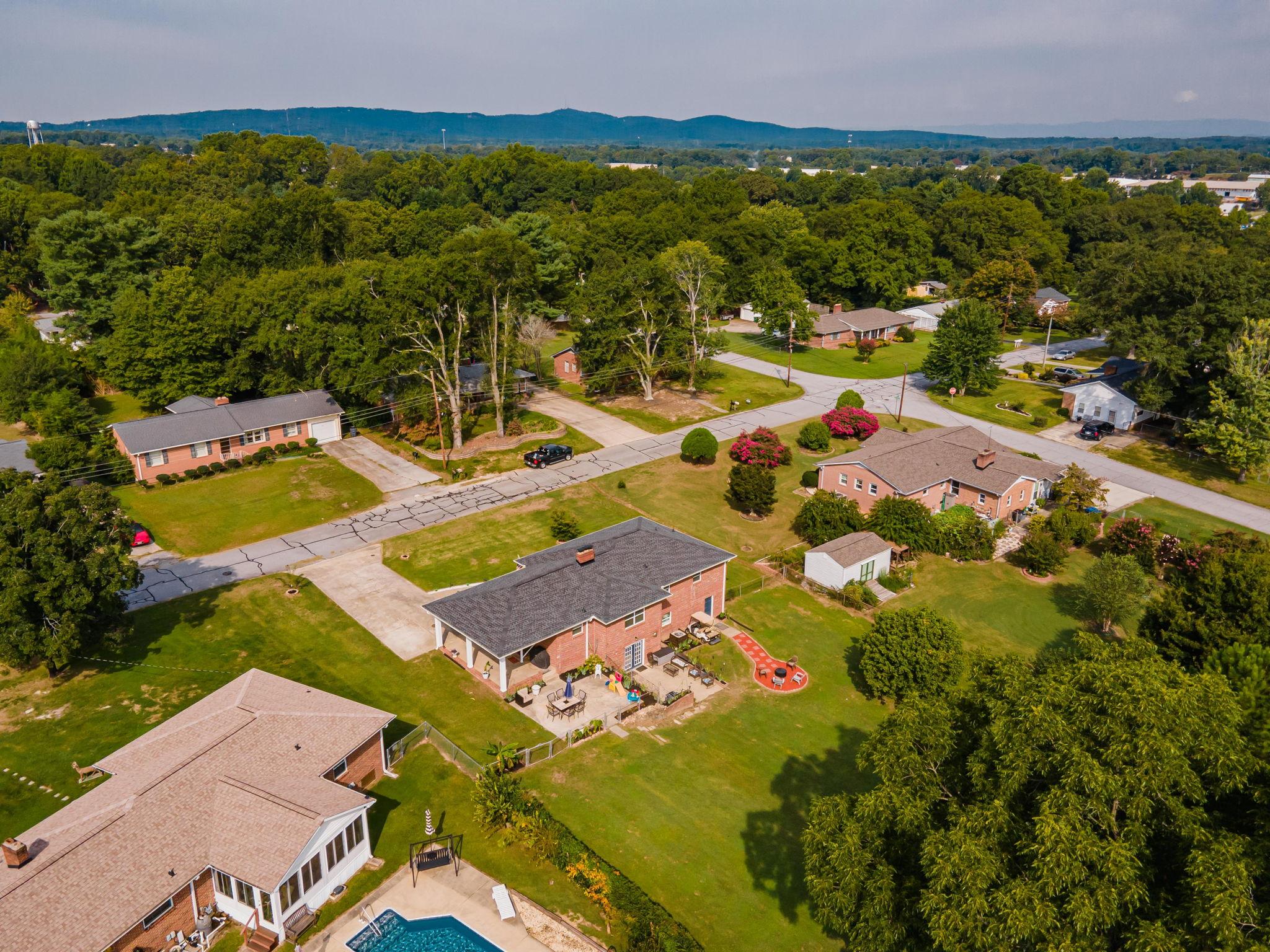 102 Fairhaven Dr, Taylors, SC 29687, USA Photo 6