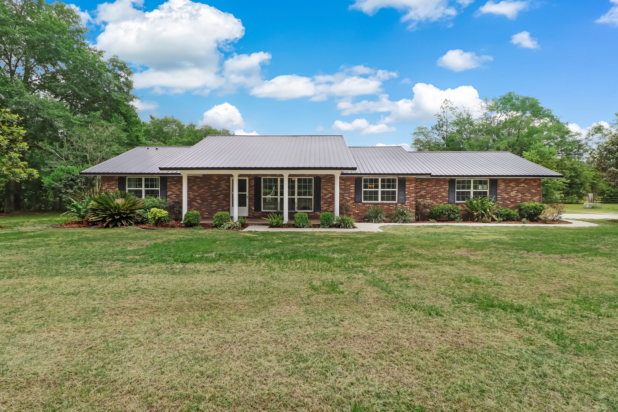 Welcome to 17053 Oak Hill Road