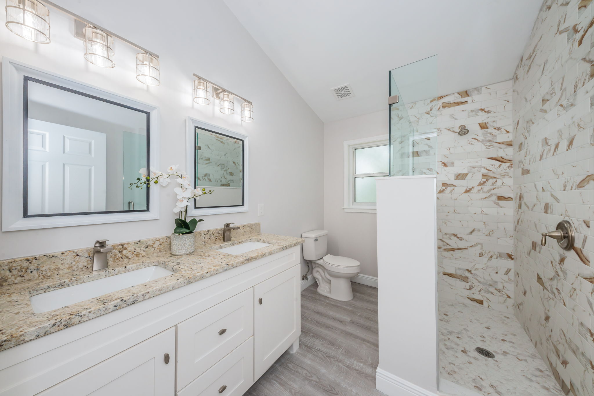 Upper Level Master Bathroom1a