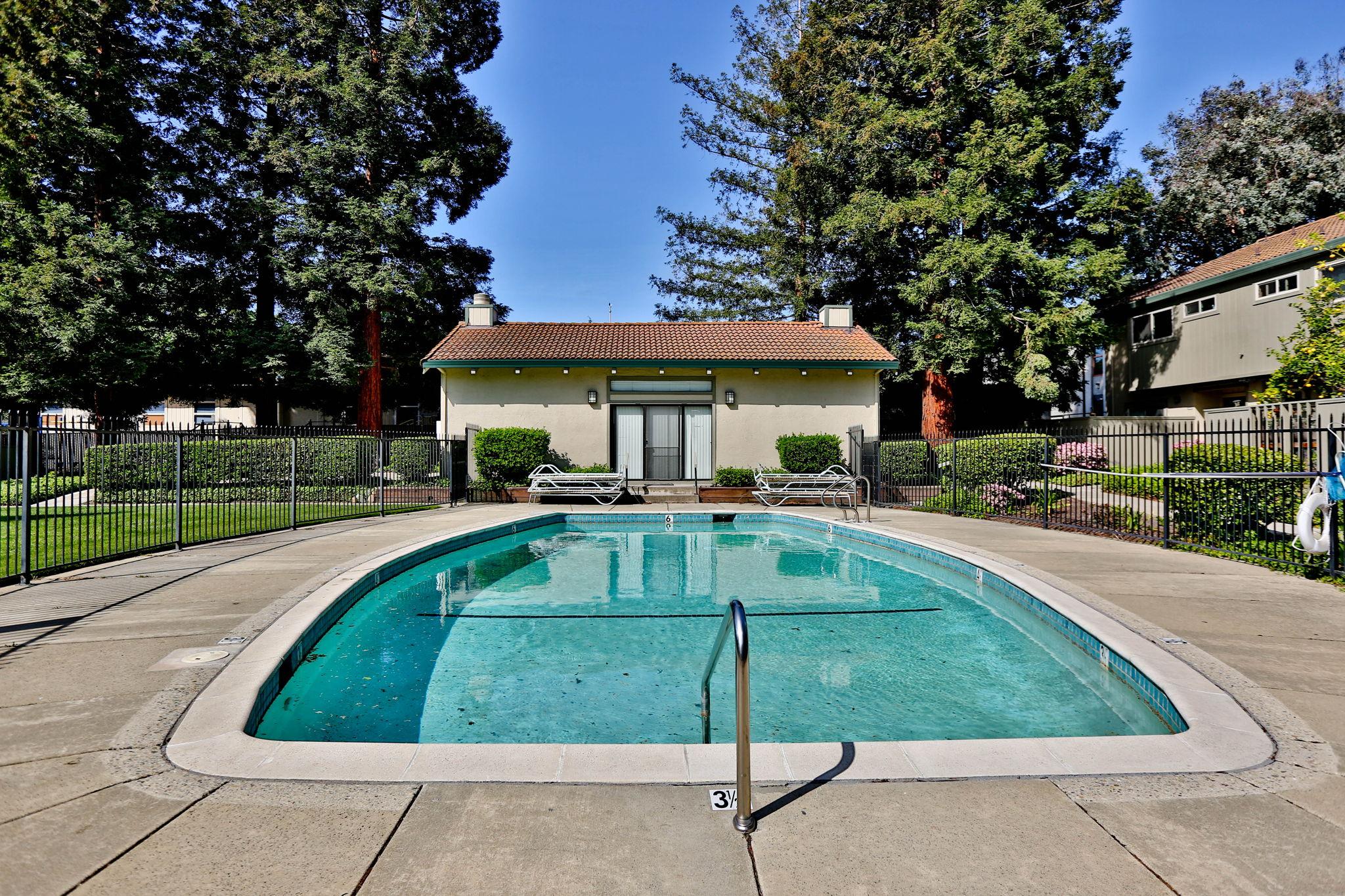 Swimming anyone?? Club House too!!