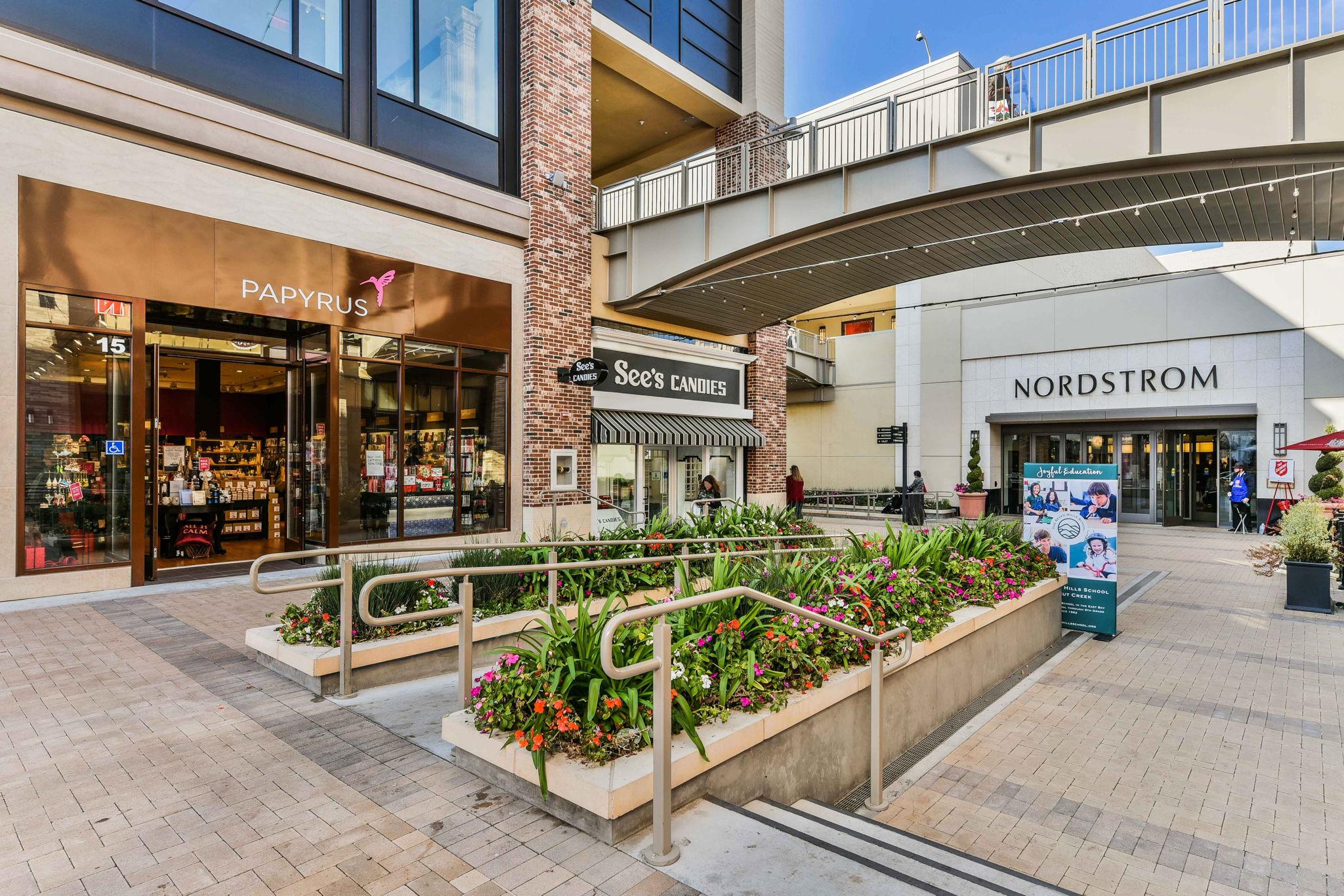 Broadway Plaza shopping