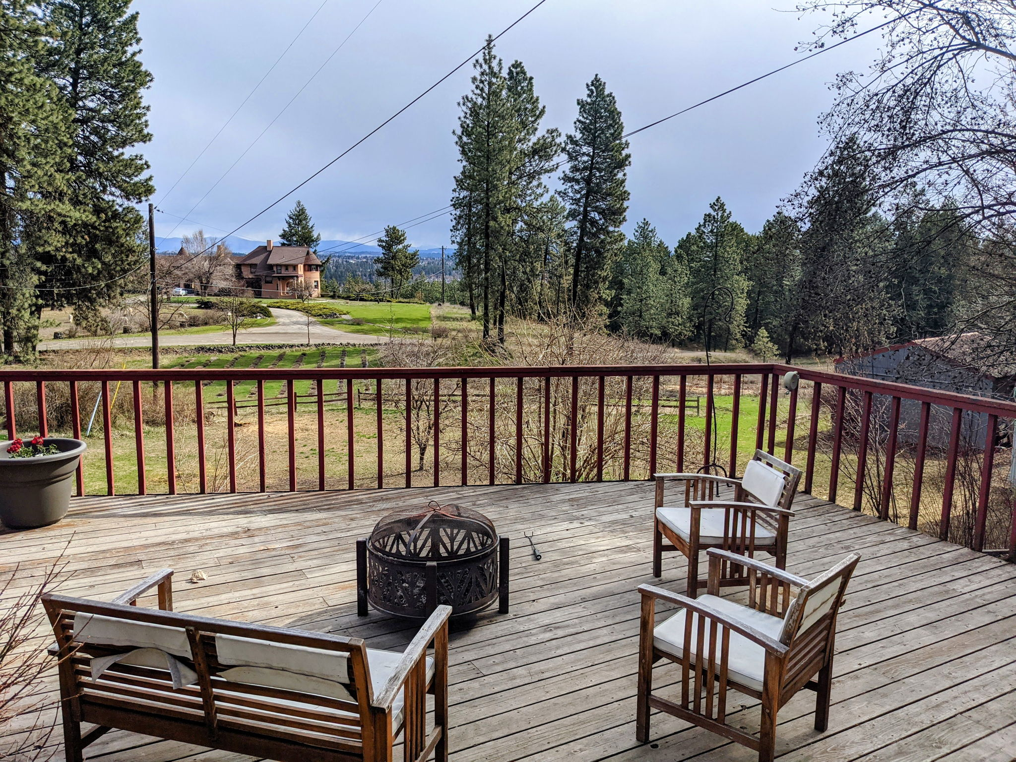 Large Deck Perfect For Entertaining and Enjoying Views!