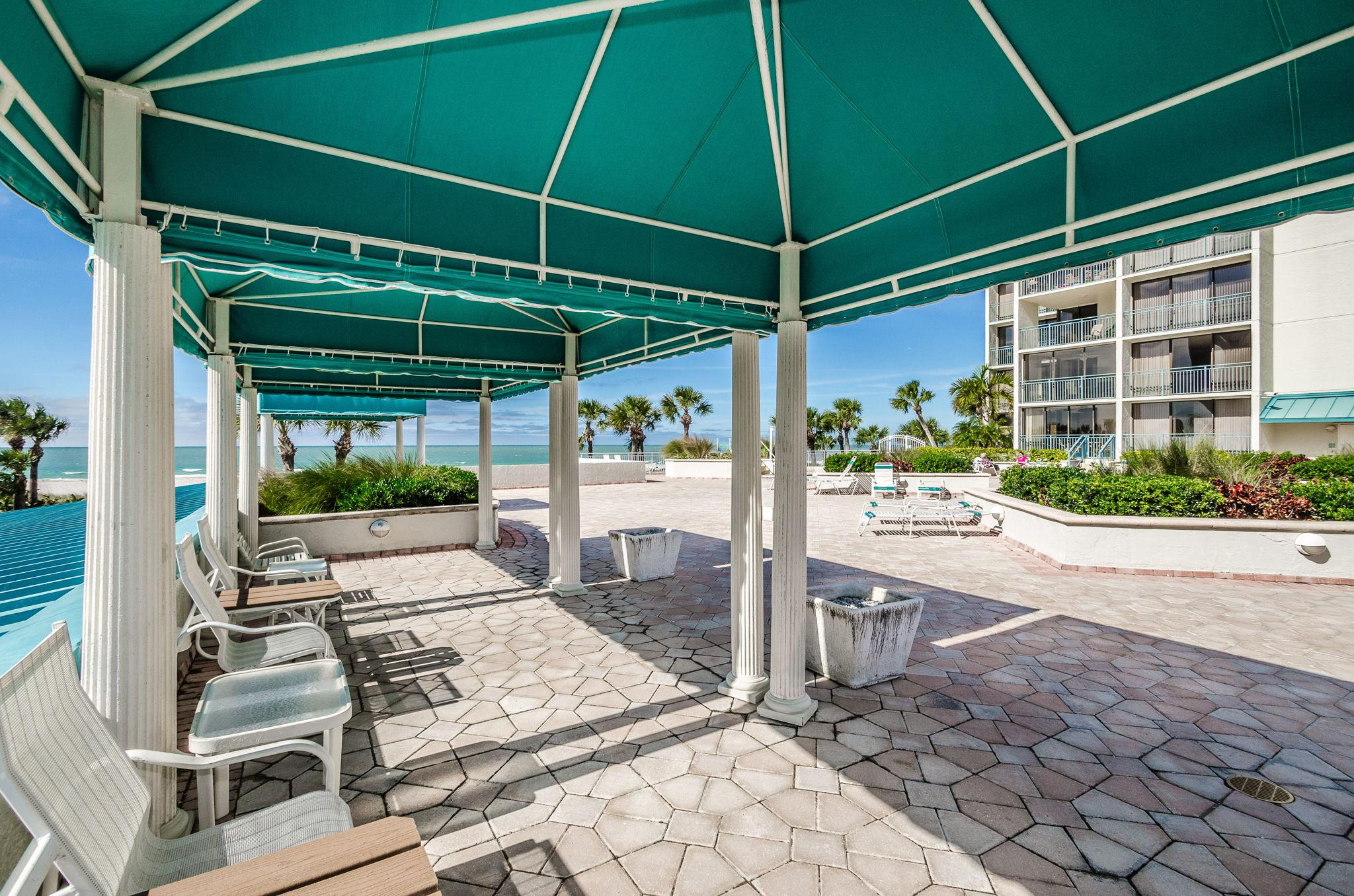 15-Sand  Key Club Patio