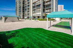 16-Sand  Key Club Putting Green