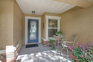Front Porch/Entrance