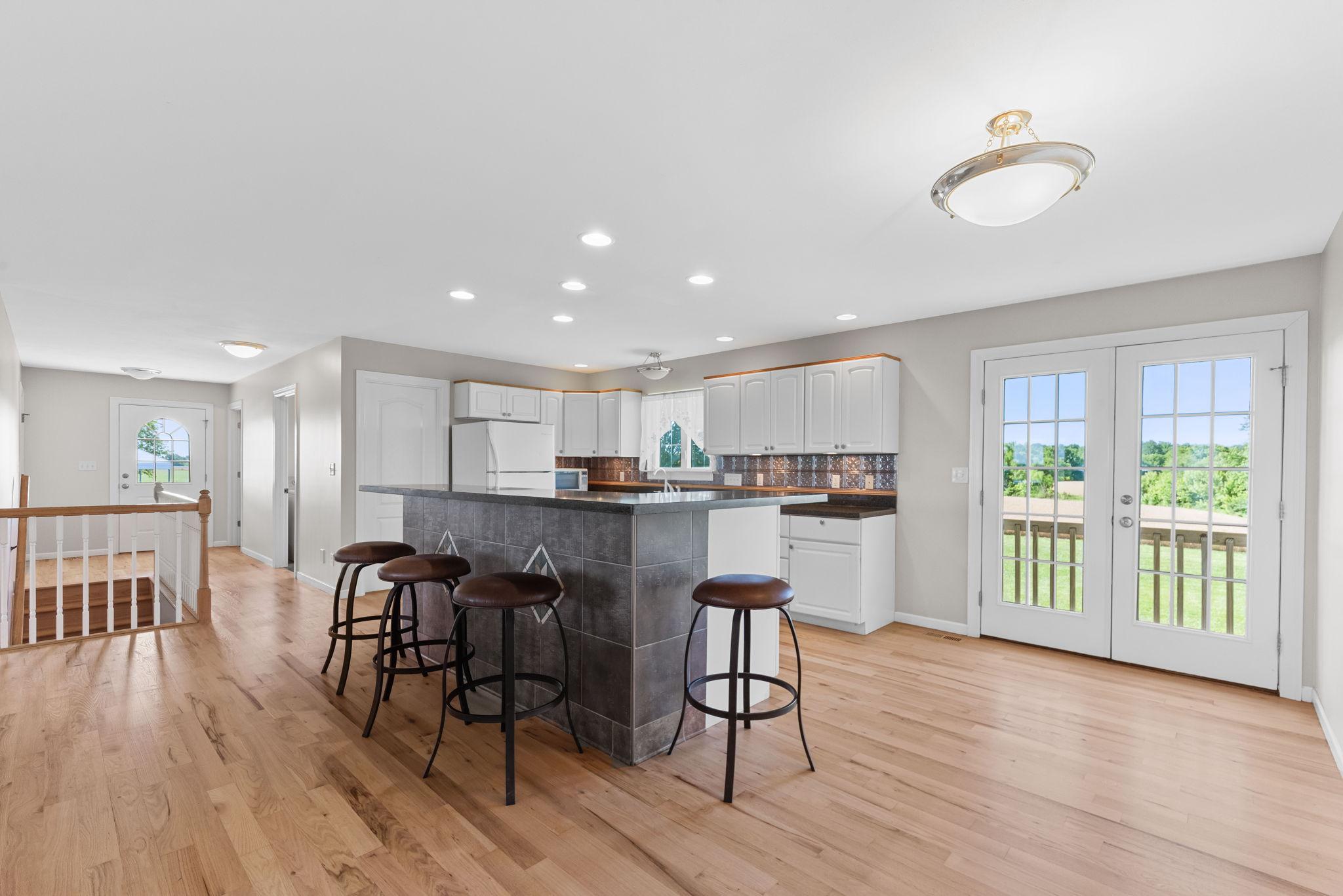 Kitchen/Breakfast Bar/Breakfast Area