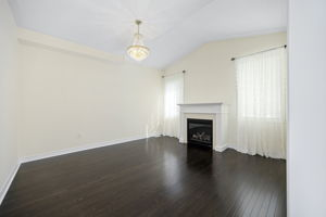 44 Herefordshire Cres, Newmarket, ON L3X 3K8, Canada Photo 5