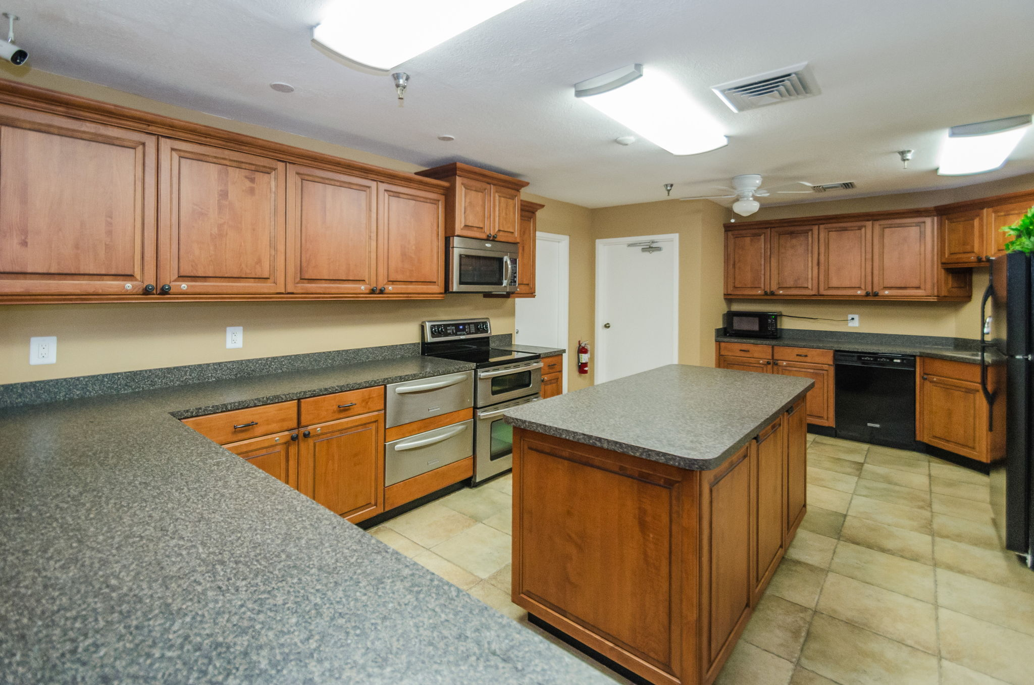 Clubhouse Kitchen3