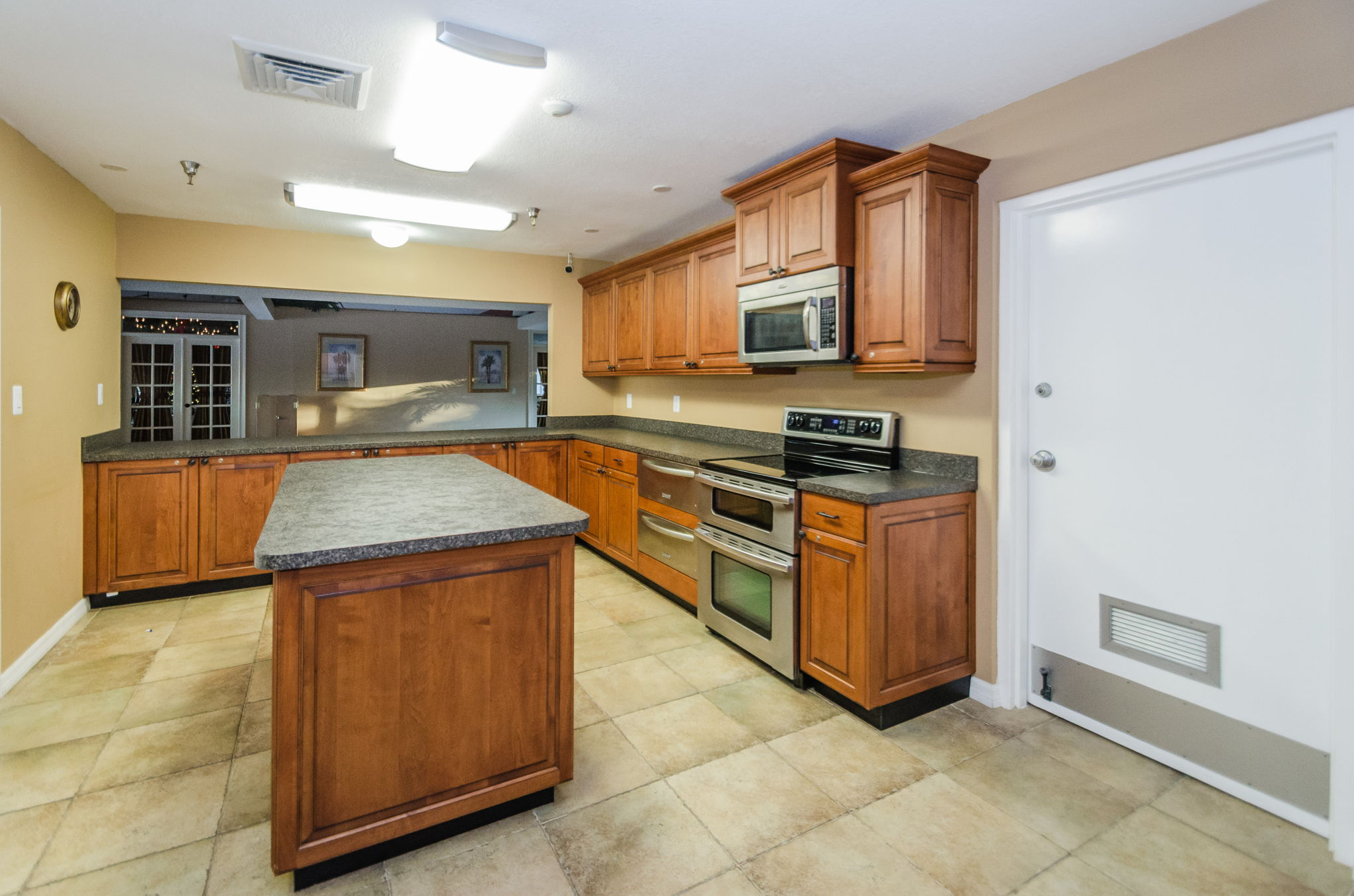 Clubhouse Kitchen2