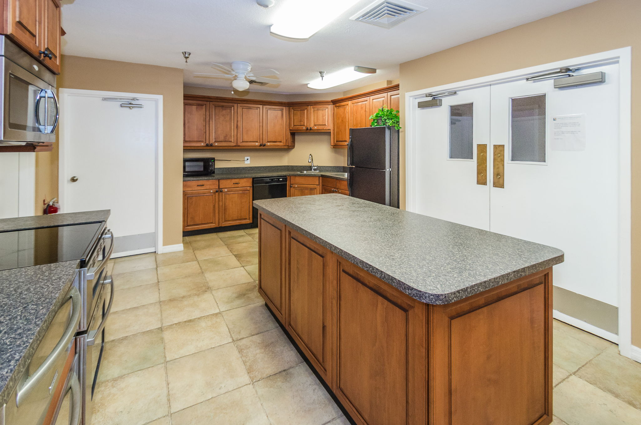 Clubhouse Kitchen1