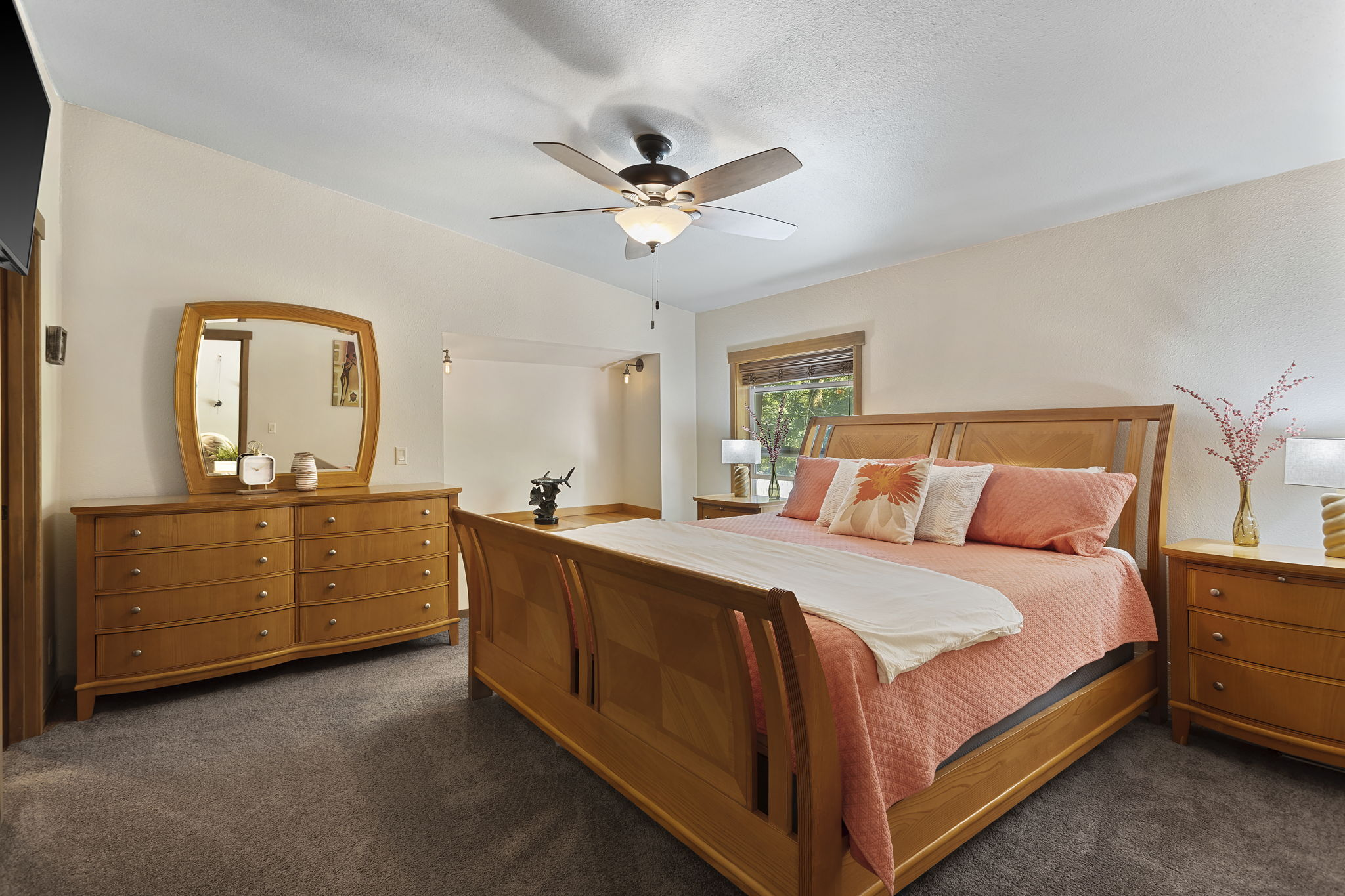 Huge Master bedroom with walk in closet and built in cove seating!