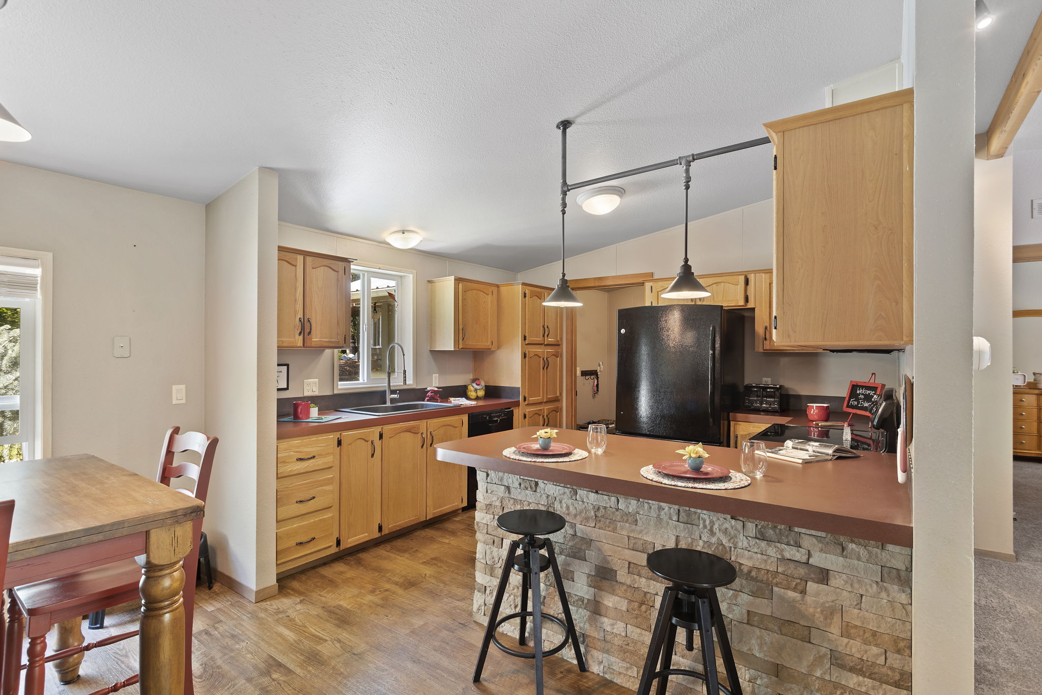 Great kitchen with lots of light, cabinets and counter space for entertaining!