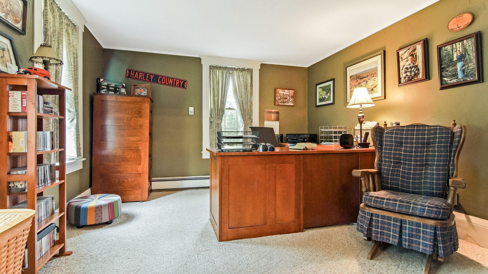 1st Floor Bedroom/Office