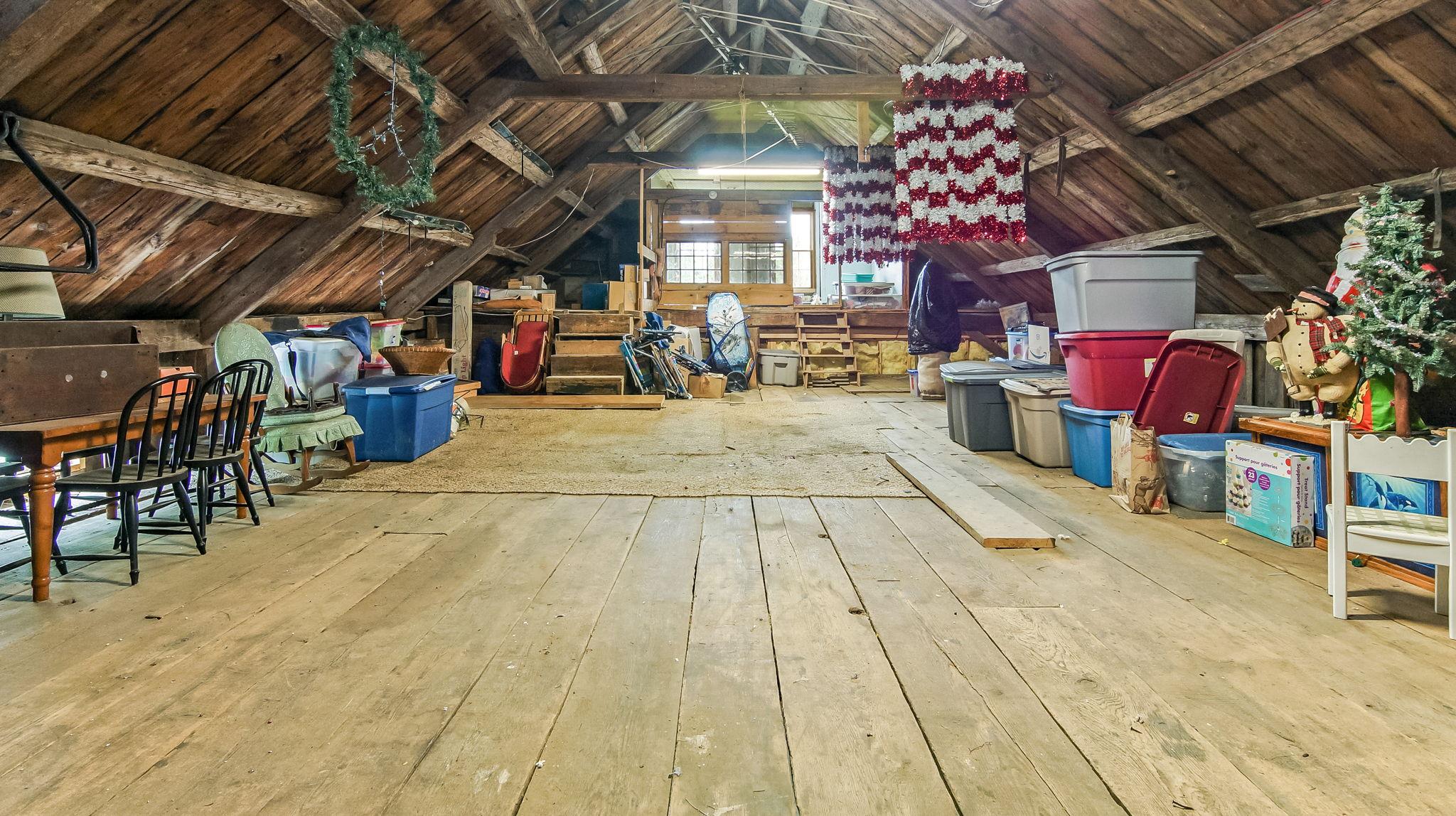 2nd Floor Attached Barn/Garage