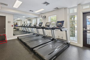 4129 S Four Mile Run Dr, Arlington, VA 22204, USA Photo 36