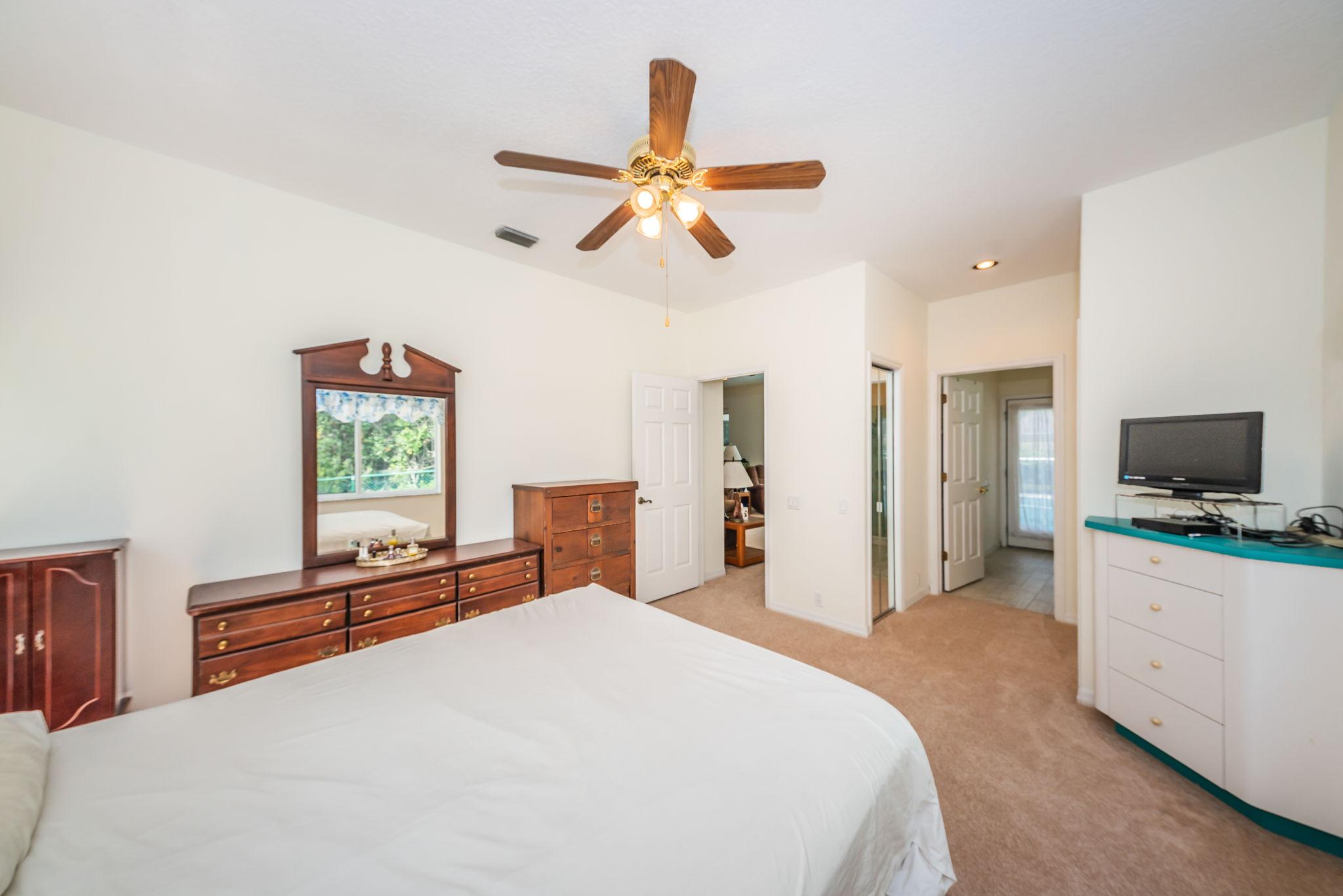 Guest Bedroom4b