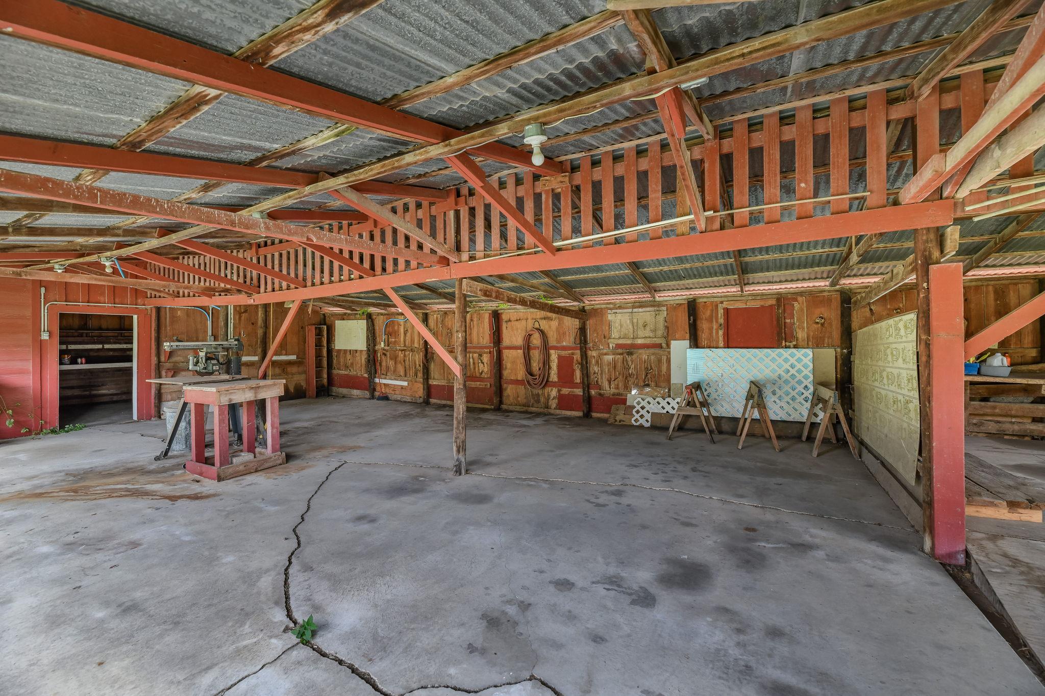 029-Barn Interior-FULL