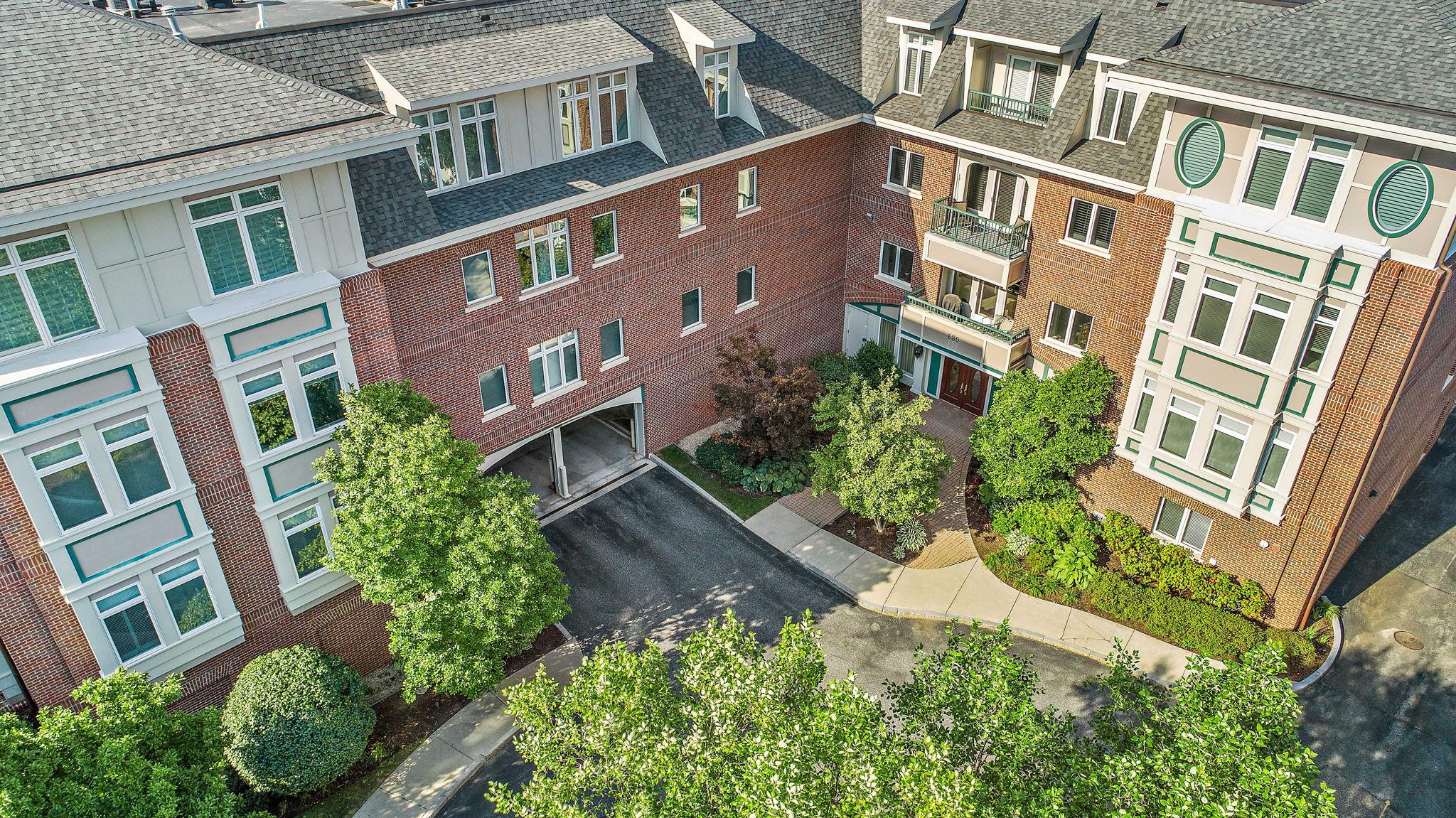 630 Hammond St 104, Brookline, MA 02467, US Photo 42