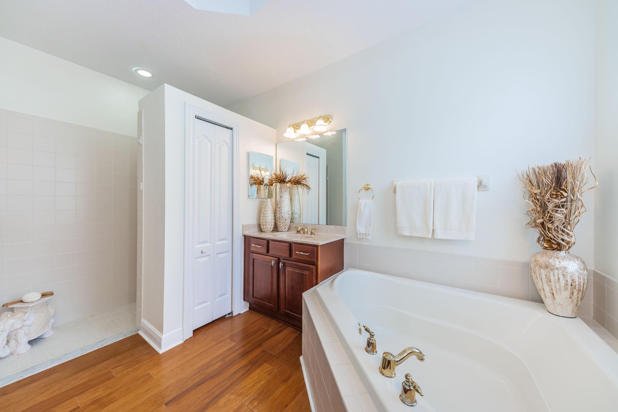 Master Bathroom1b