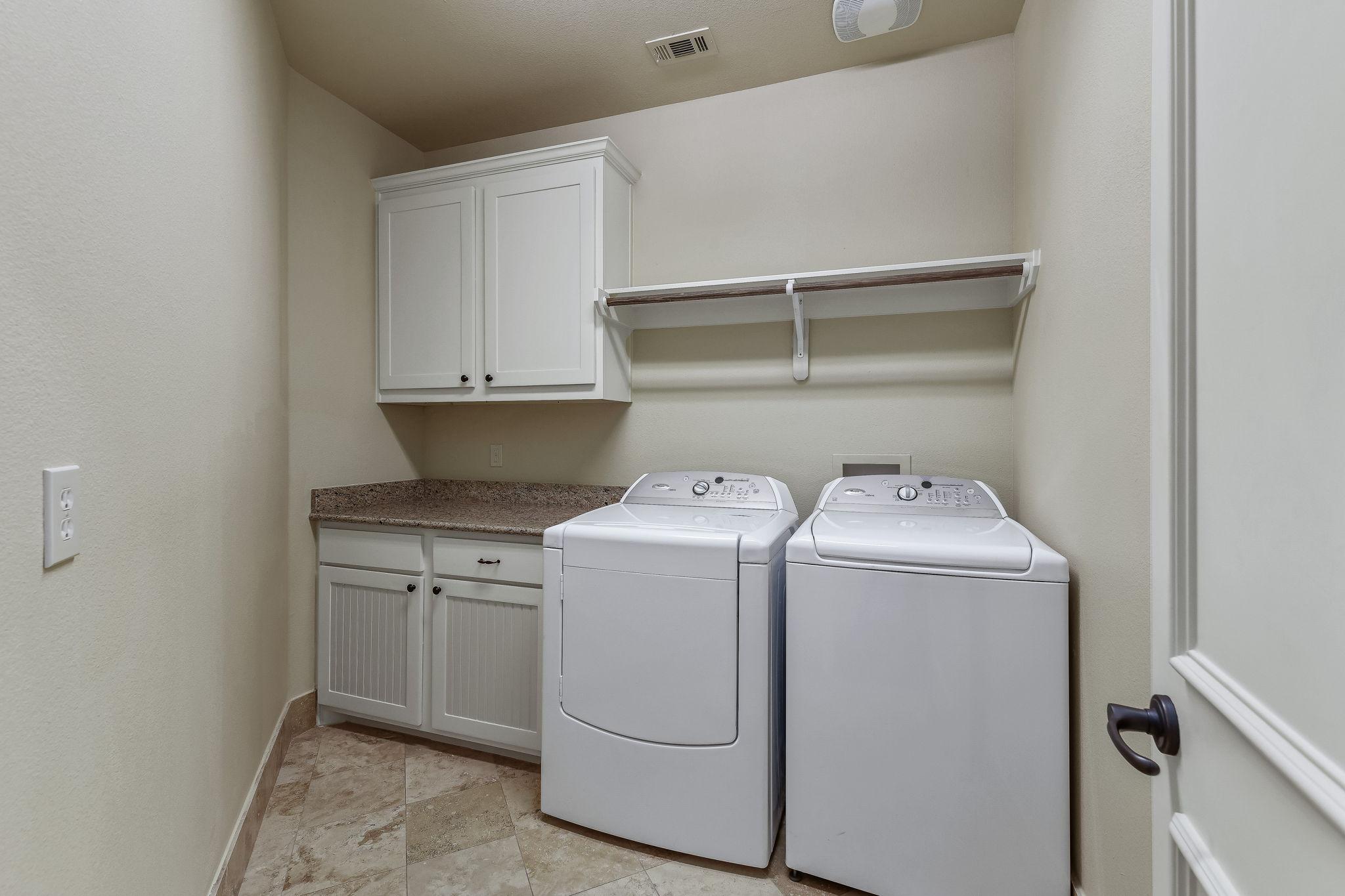 044-Upstairs Laundry-FULL