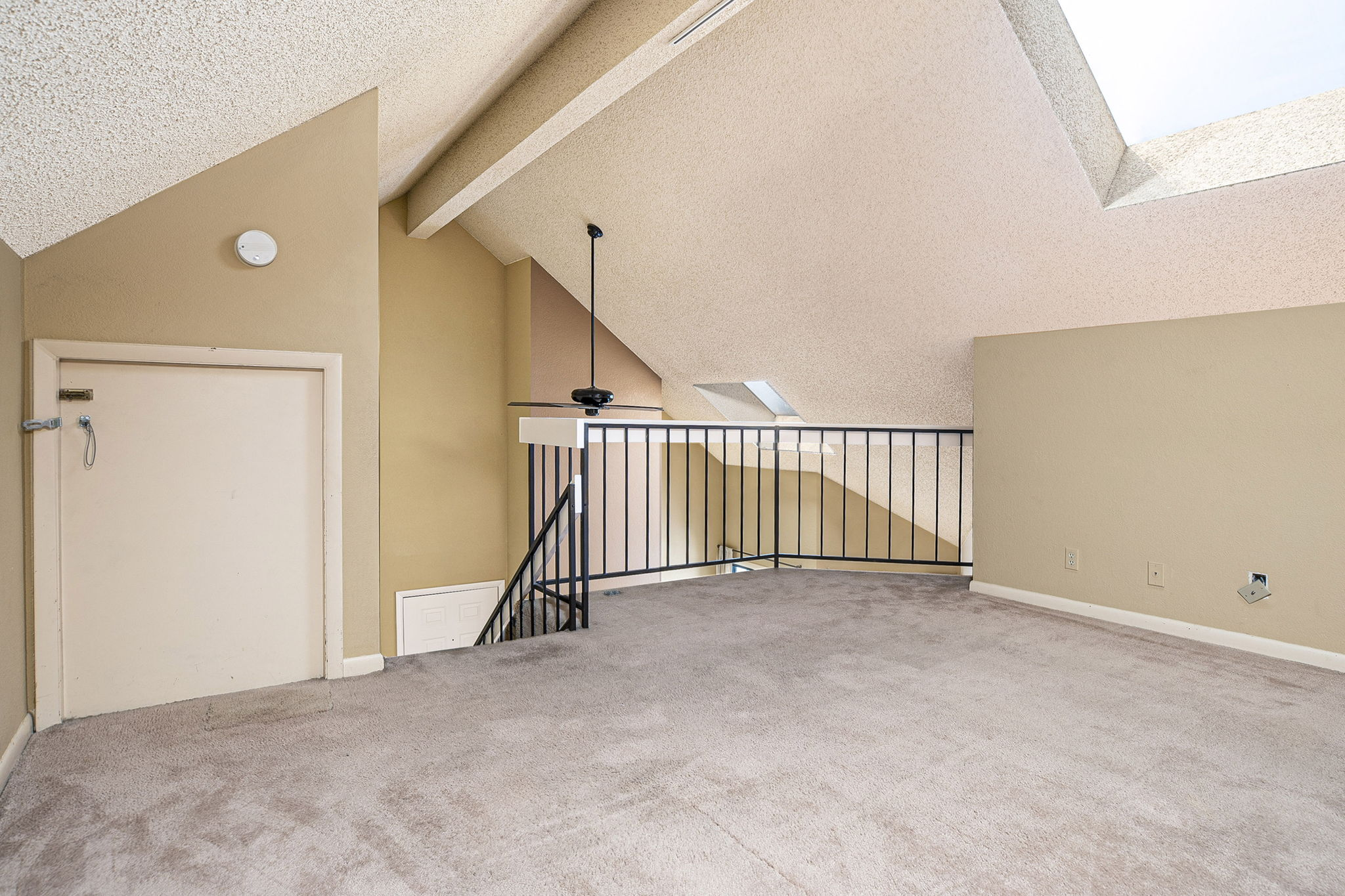 POSSIBLE 2ND BEDROOM AREA OR MEDITATION AREA