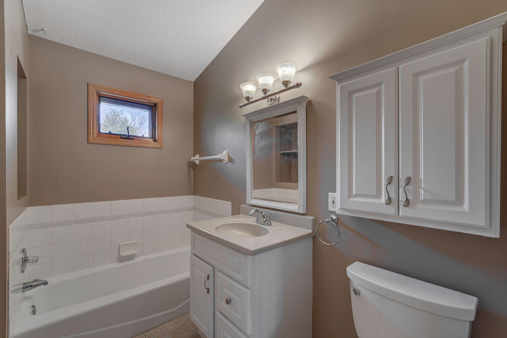 Bathroom 1-1