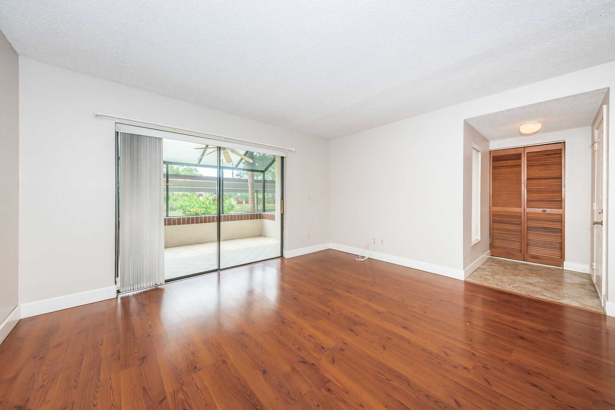 Living Room1-2