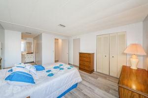 Master Bedroom 1b-2