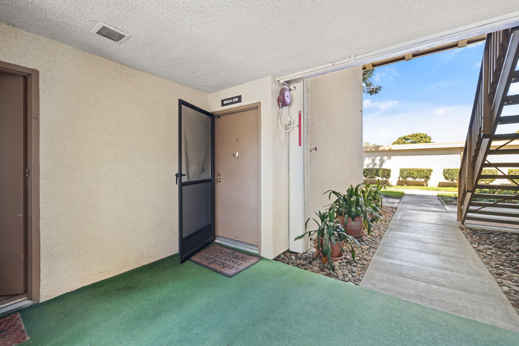 8933 Biscayne Ct, Huntington Beach, CA 92646, USA Photo 4