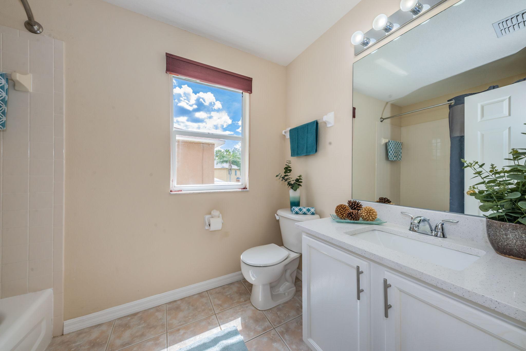 Upper Level Bathroom2-2