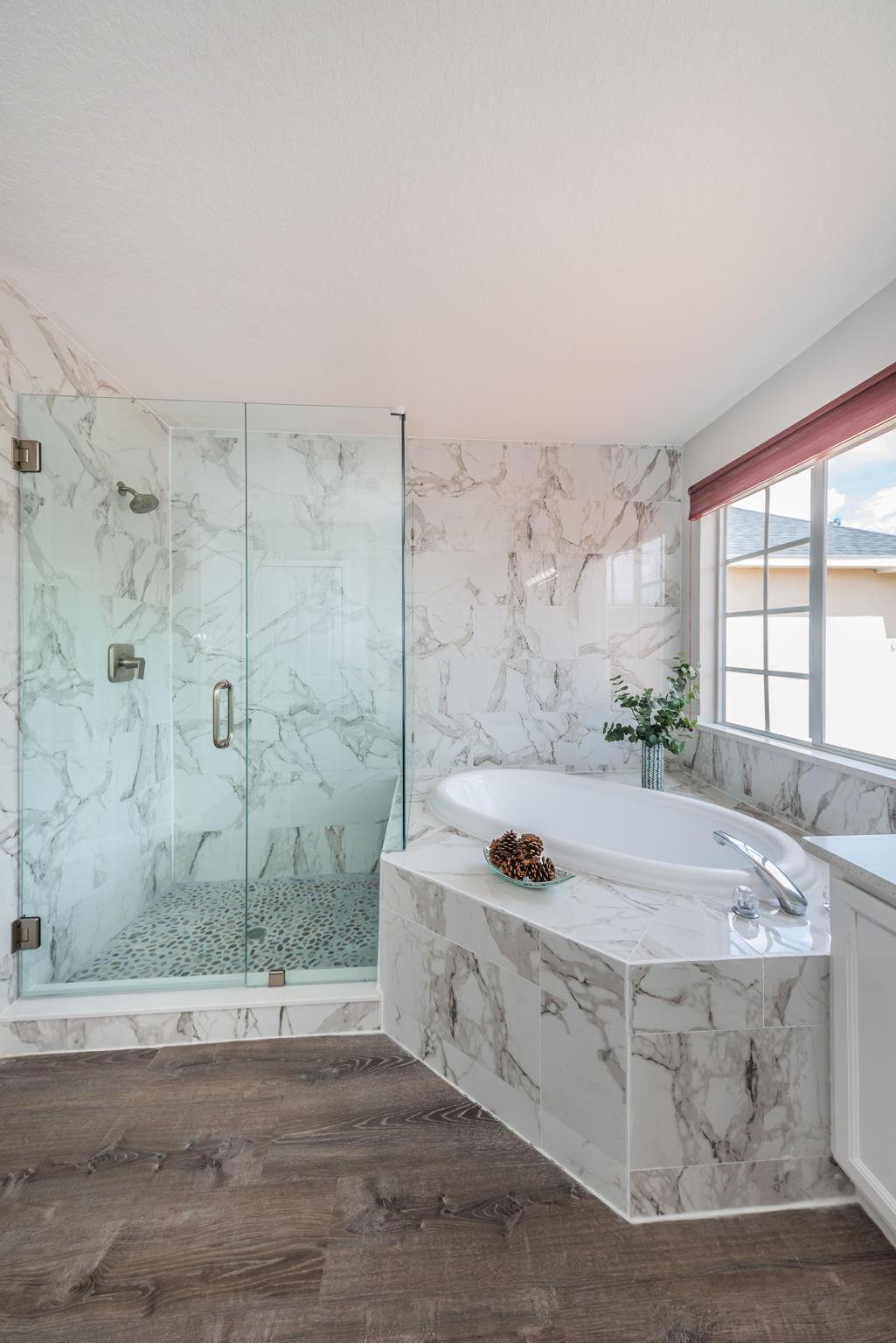 Upper Level Master Bathroom1b