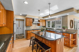 75 Thornberry Rd, Winchester, MA 01890, US Photo 4