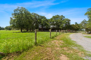 1649 US-290, McDade, TX 78650, USA Photo 1