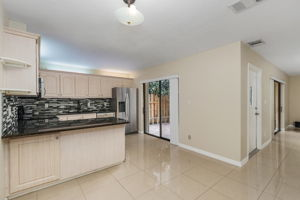 1525 Park Meadows Dr, Fort Myers, FL 33907, USA Photo 9