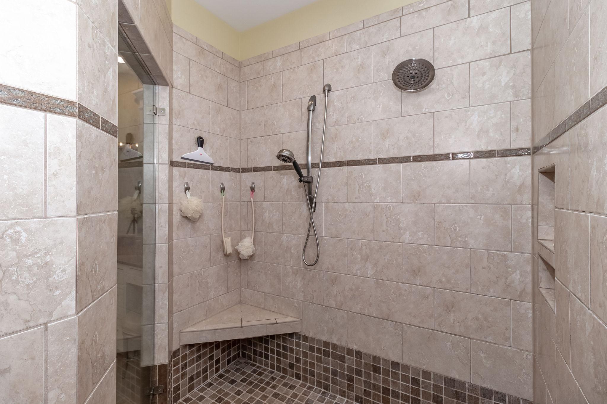 Owner's En-Suite Bath