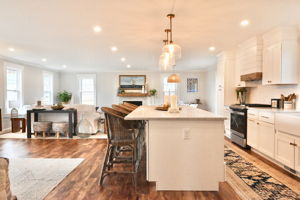 4 Flatley Ave, Manchester-by-the-Sea, MA 01944, US Photo 105