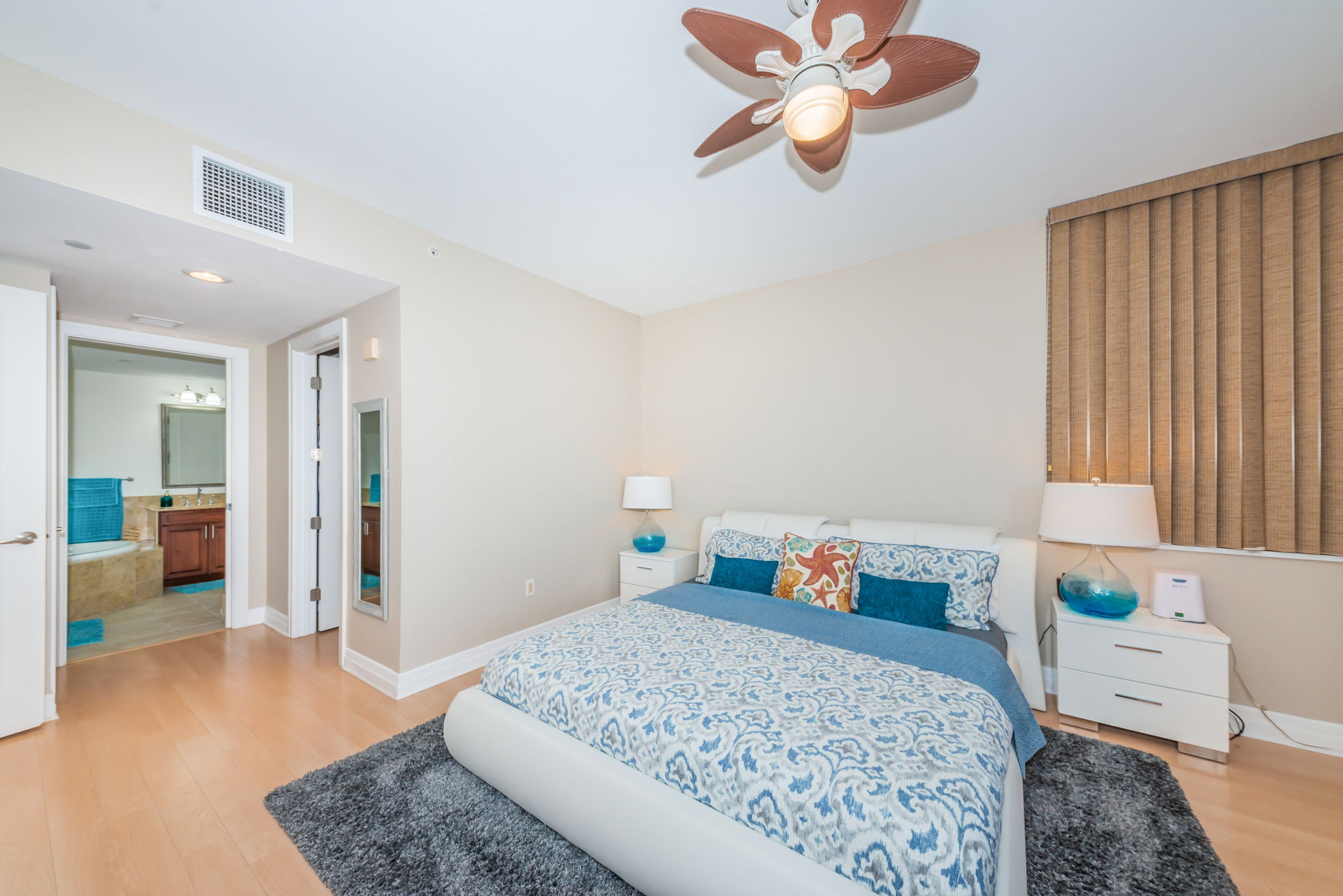 Master Bedroom 1c-2