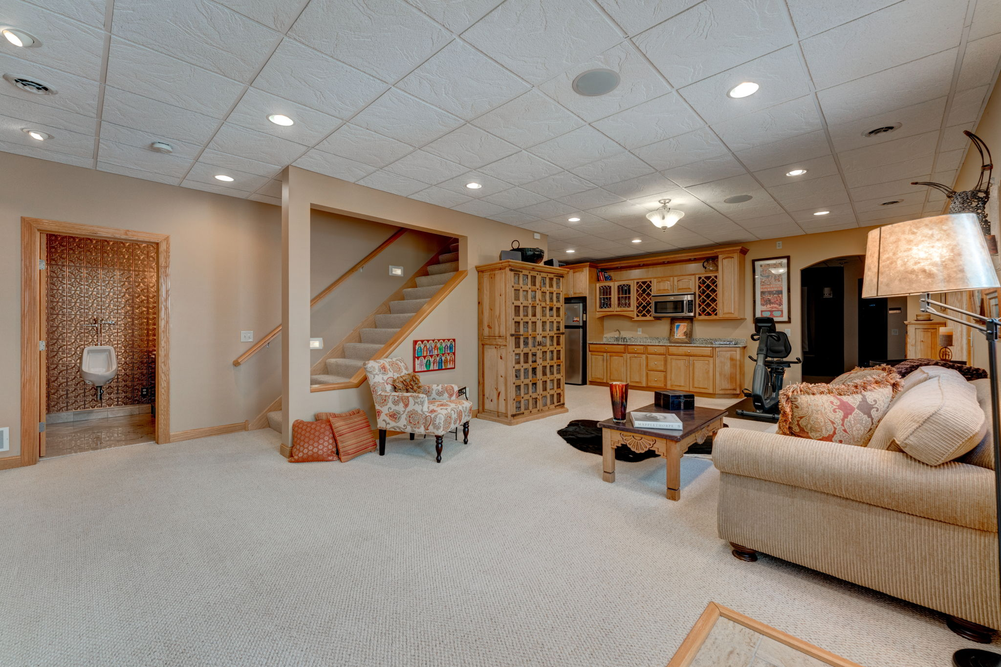 Family Room with Built-In Wet Bar